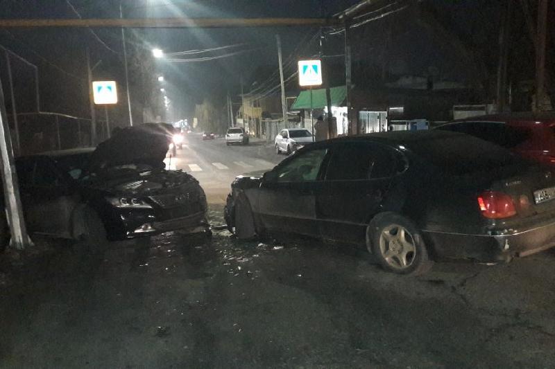 Трое детей пострадали при столкновении авто в Алматы
