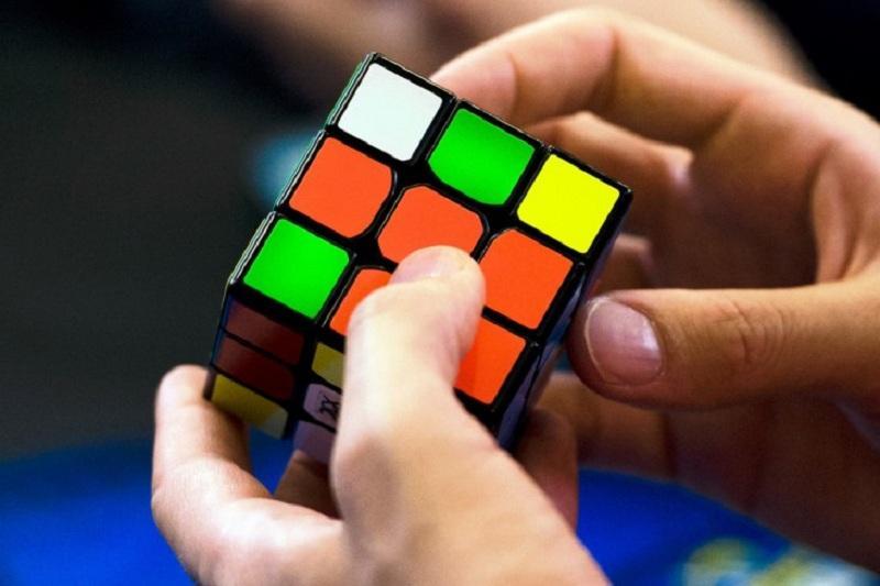Впервые в Павлодаре прошли соревнования по собиранию кубика Рубика