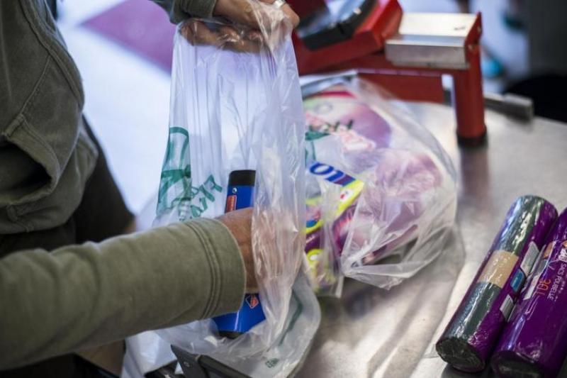 Отказаться от одноразовых полиэтиленовых пакетов могут в Казахстане