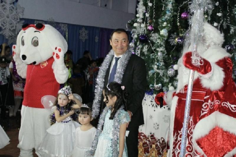 Аким Шымкента перечислил детям из малоимущих семей по 20 МРП