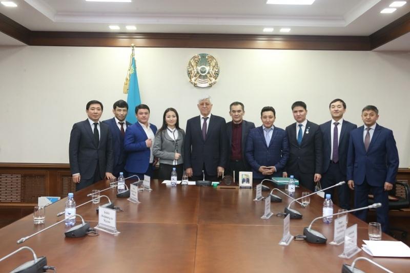 Алматы облысының әкімі жетістікке жеткен өңір жастарымен кездесті