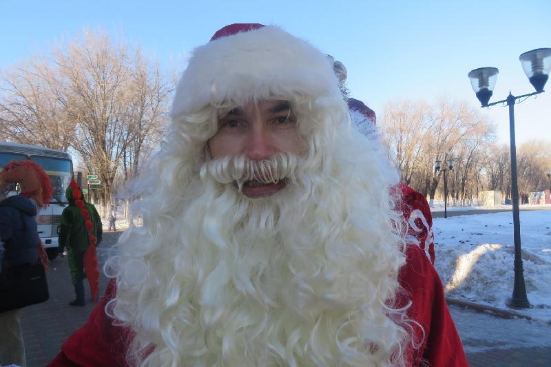 Актюбинец 35 лет работает Дедом Морозом