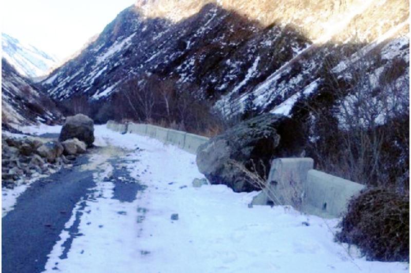 Алматы тауларында тас пен қар көшкіні болды