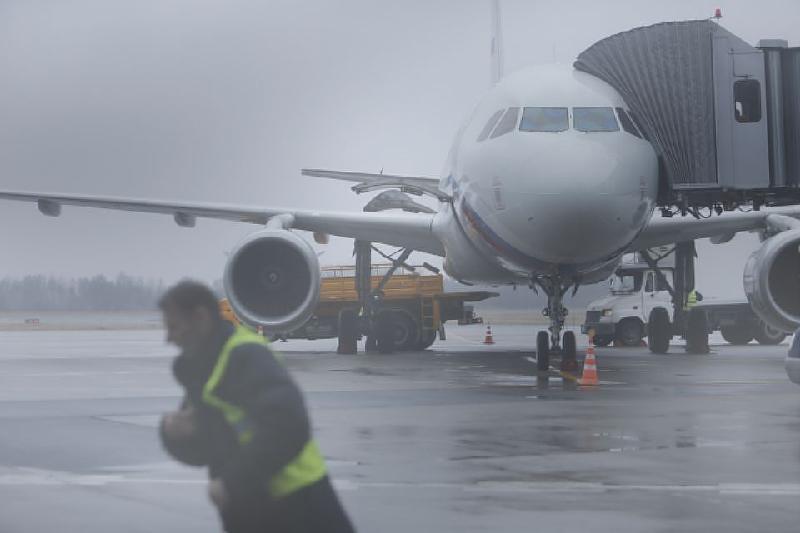 В аэропорту Шымкента задерживаются рейсы из-за непогоды
