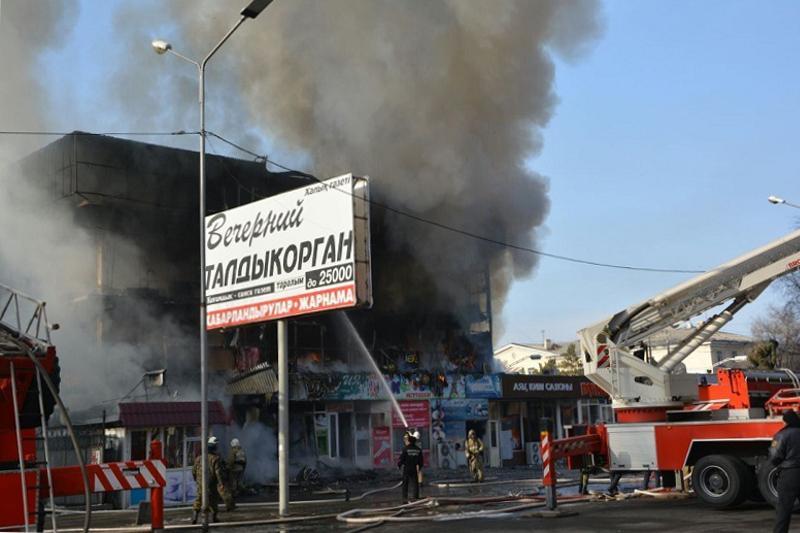 Талдықорғанда өртенген сауда орталығынан 300-ден астам адам эвакуацияланды