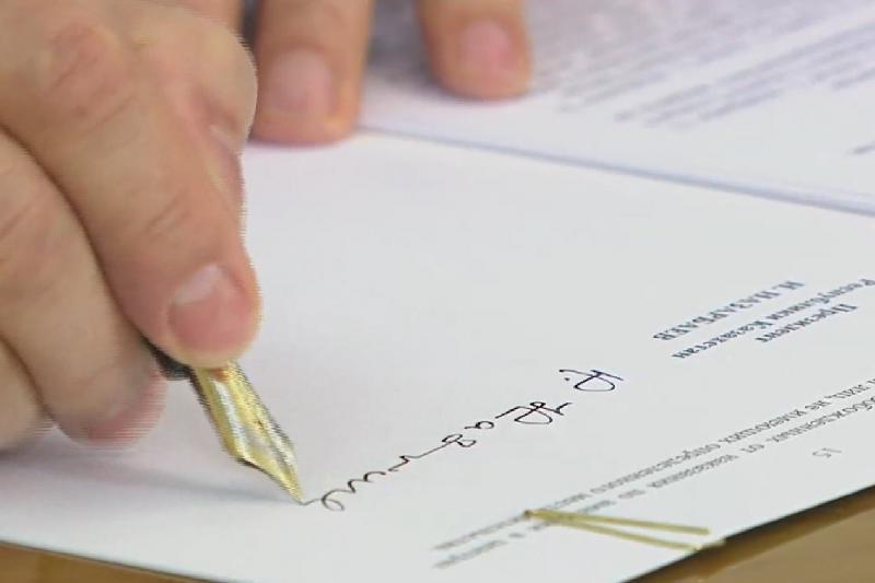 Елбасы Конституцияға өзгеріс енгізетін заңды іске асыру жөніндегі шаралар кешеніне қол қойды