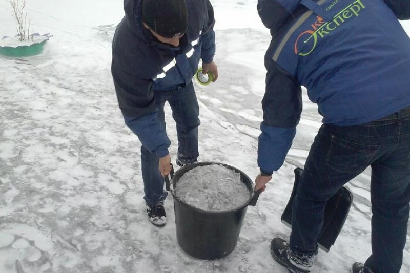 Черный снег из разных районов Темиртау направили на экспертизу