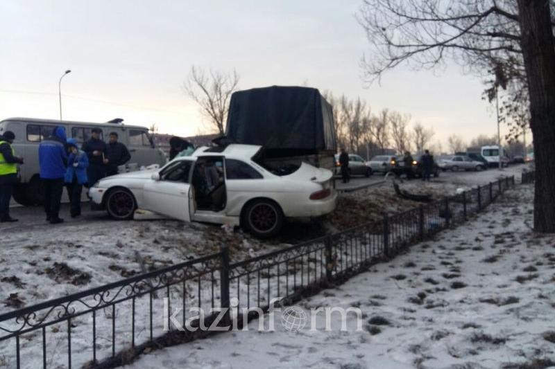 Алматыда «Toyota»  «Газельге» соқтығысып 1 адам мерт болды