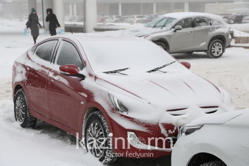 Алматы әкімдігі жол шетіне көлік қоймау қажеттігін ескертті