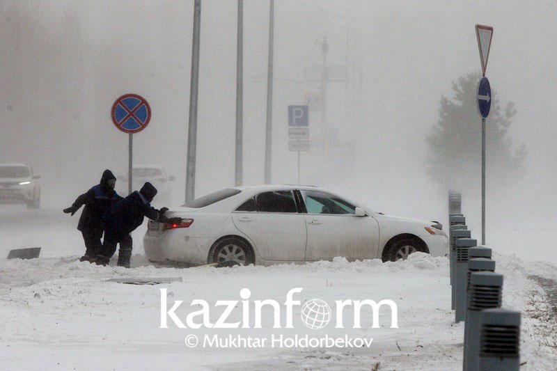 Неравнодушная Астана: Как жители столицы помогли друг другу в буран
