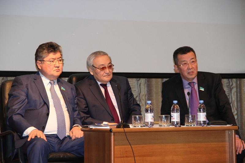 Важные направления Послания обсуждают сенаторы с жителями регионов страны