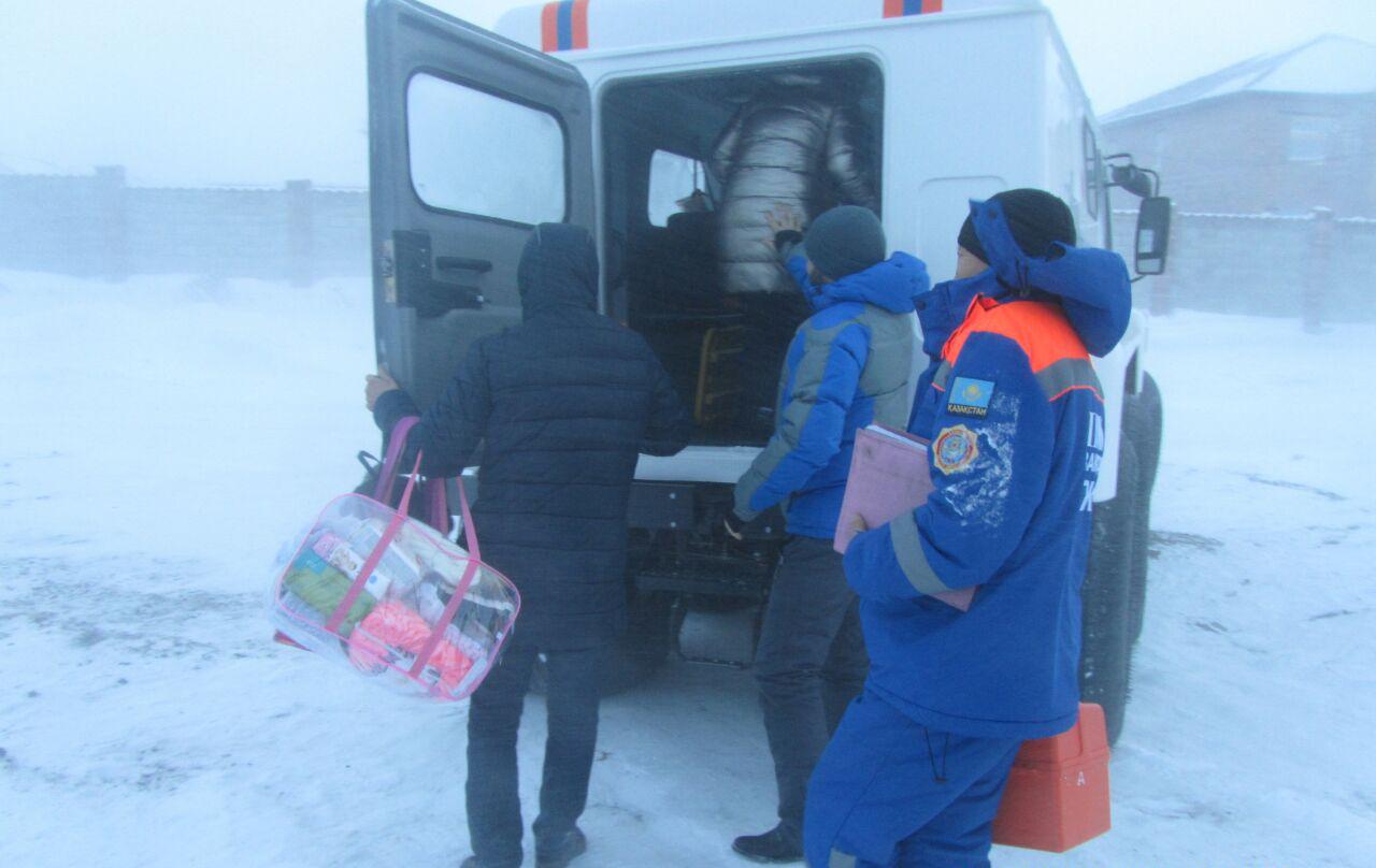 Граждан Кыргызстана спасли из замерзшего минивэна в Акмолинской области