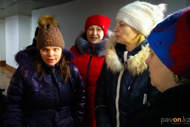 Акимат Павлодара поможет оформить документы живущей в подвале семье