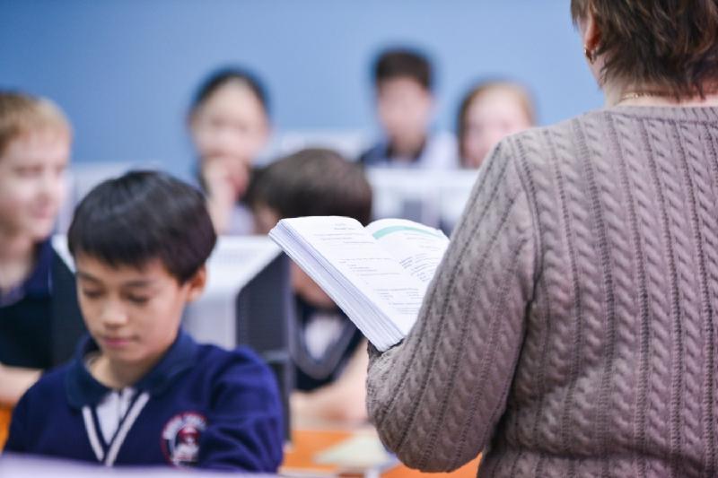 Не подняв зарплату учителям, мы не поднимем на новый уровень образование - Маулен Ашимбаев
