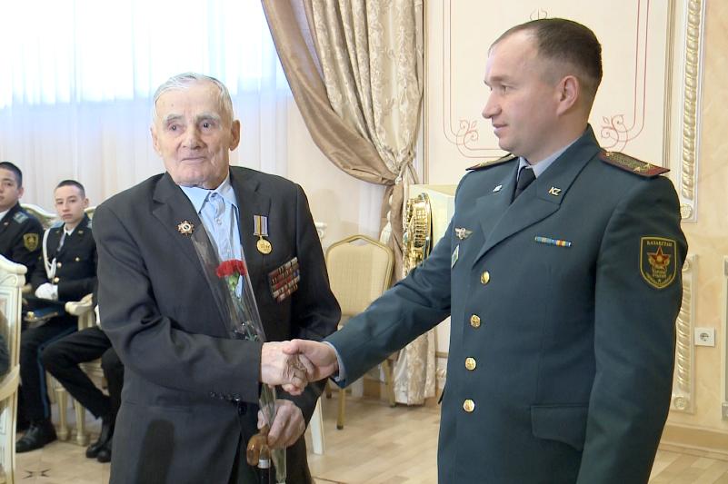 Фронтовики Павлодара награждены юбилейными медалями из Украины