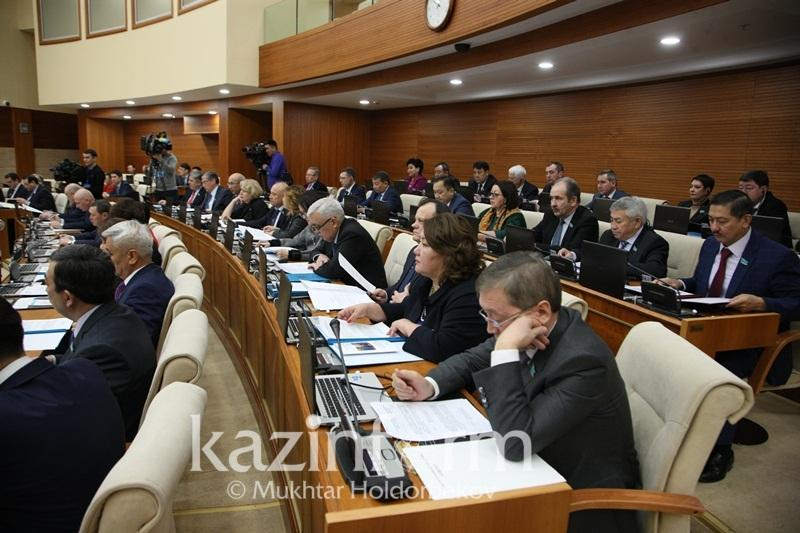 12 министров выступят до конца нынешней сессии Мажилиса