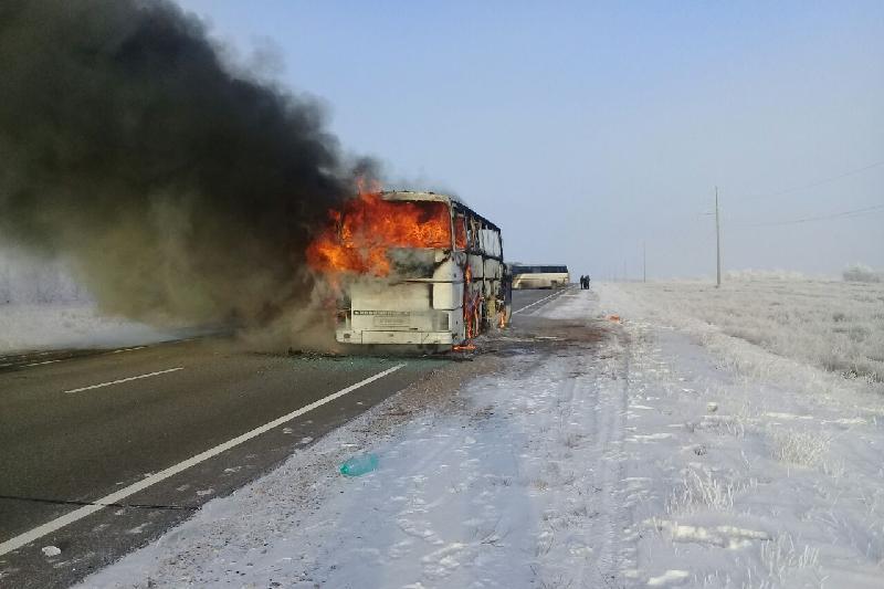 52 человека сгорели в автобусе в Актюбинской области