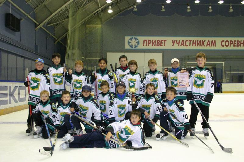 Перевозивший казахстанскую хоккейную команду детей автобус сломался в России