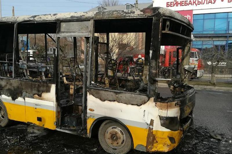Пассажирский автобус сгорел в Шымкенте