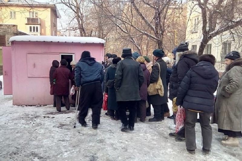 Алматы тұрғыны 100 мұқтаж адамға күнде тегін тамақ таратады