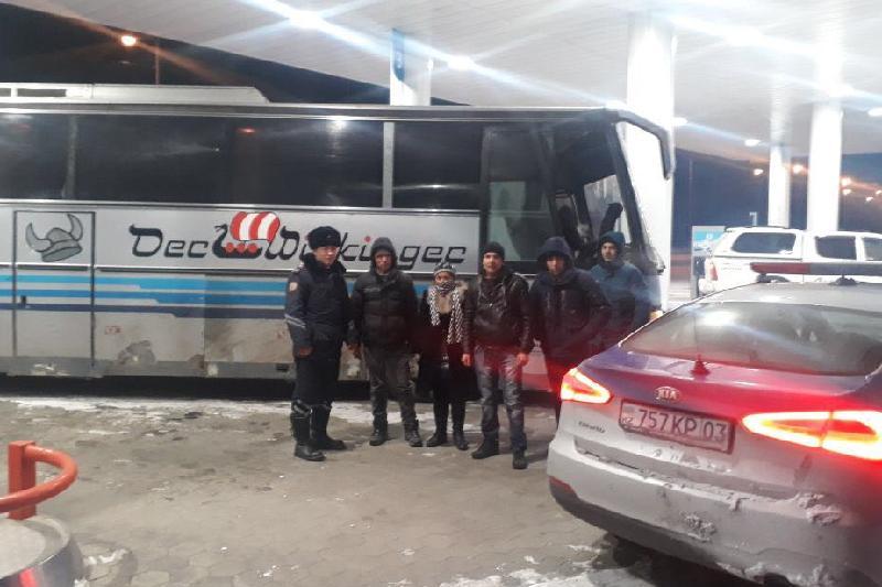 Замерзающих граждан Узбекистана спасли из сломавшегося автобуса в Акмолинской области