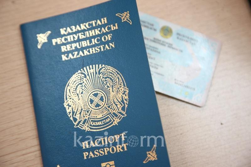 Вклеивание фотографий детей в паспорта родителей отменят в Казахстане