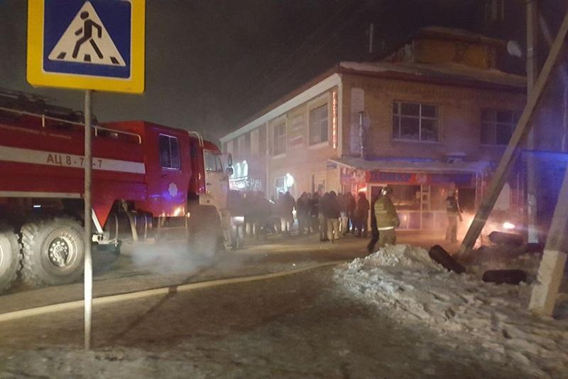Пожар потушен в кафе в Астане, госпитализированы 2 человека