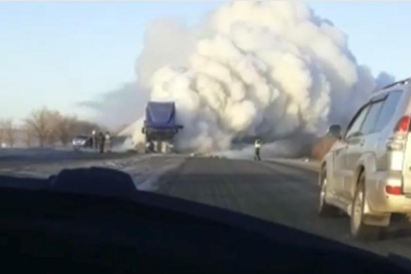 На трассе близ Актобе загорелся грузовик