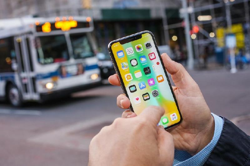 Сокращение производства iPhoneX вызовет «эффект домино» на рынке смартфонов