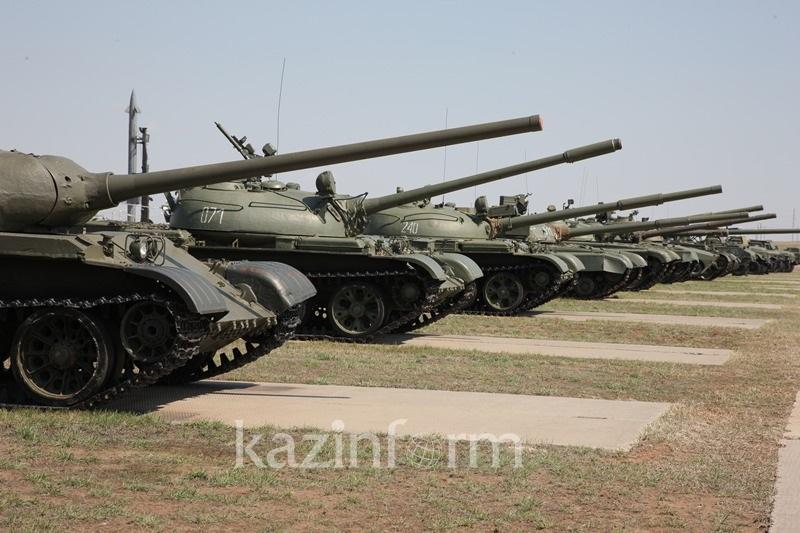 Казахстан намерен продать старую военную технику на экспорт - законопроект
