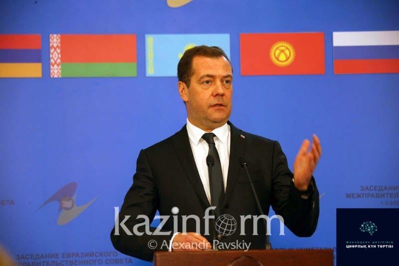 Qazaqstannyń IT mamandary úshin Reseıdiń barlyq esigi ashyq -  Dmıtrıı Medvedev