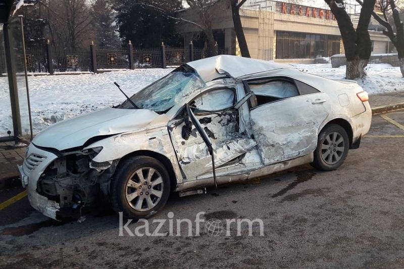 Несколько пассажиров автобусов пострадало на проспекте Аль-Фараби в Алматы