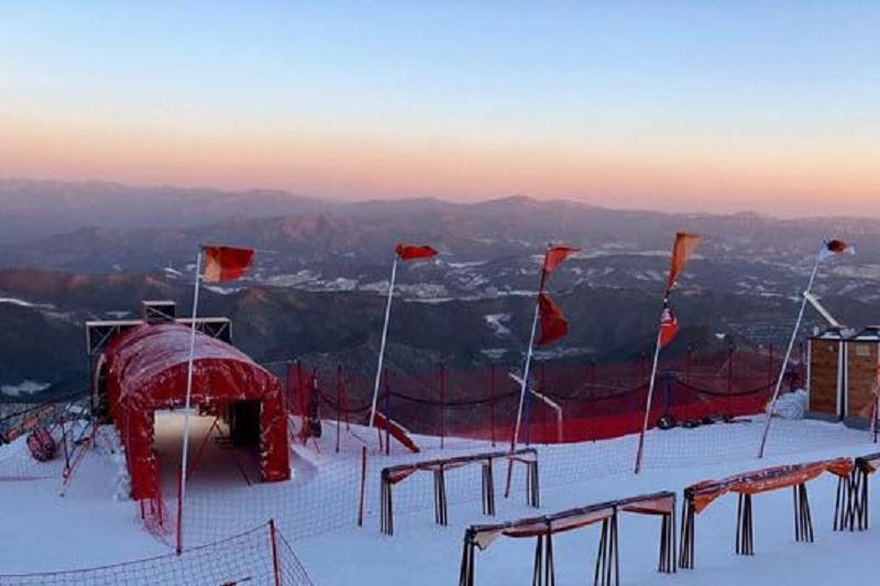 Соревнования горнолыжниц в Пхенчхане отменили из-за ветра