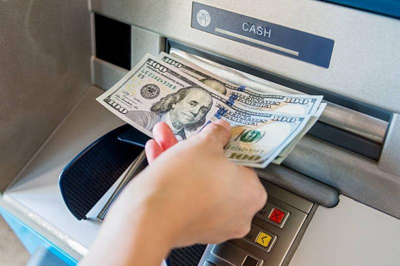 Өзбекстанда халықаралық карталардан валюталарды шешіп алуға рұқсат берілді
