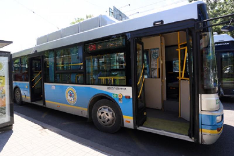 Алматыда автобустан құлап қалған жолаушы жүргізушіге кешірім берді