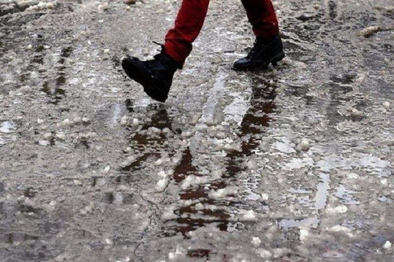 Двухдневный дождь сменился снегом в Шымкенте