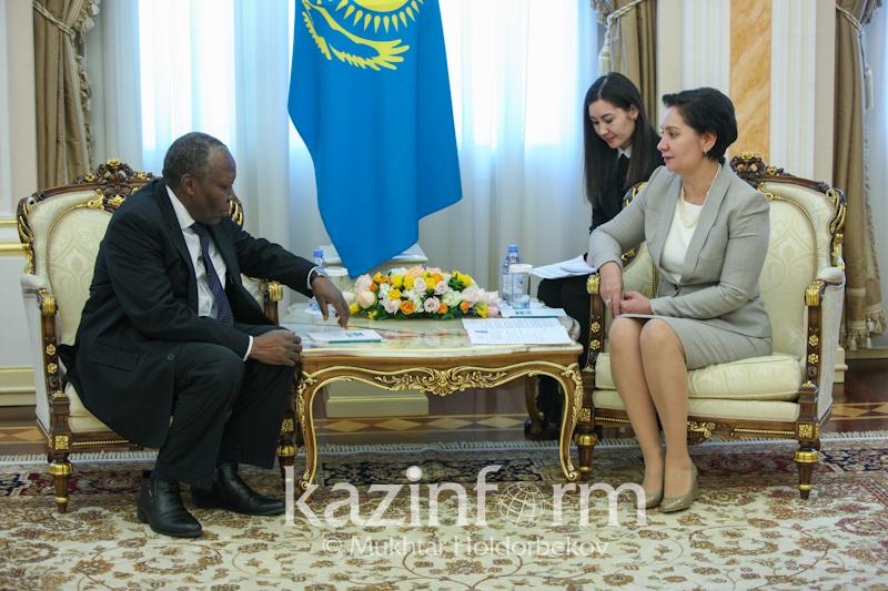 国务秘书阿布德哈勒科娃接受多国新任驻哈大使国书
