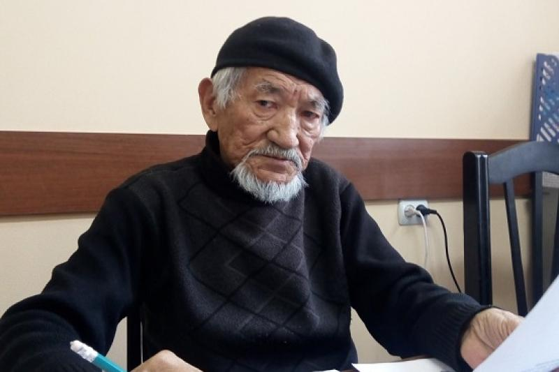 80-летний художник из Шымкента помогает полиции разыскивать преступников