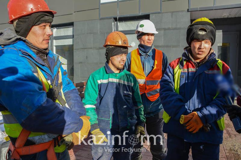 Герои дня: Рабочие рассказали, как спасали детей из горящей квартиры в Астане