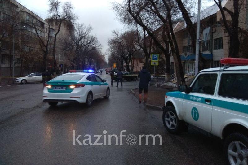 Полиция Алмалы аудандық соты ғимаратынан жарылғыш зат іздестіріп жатыр