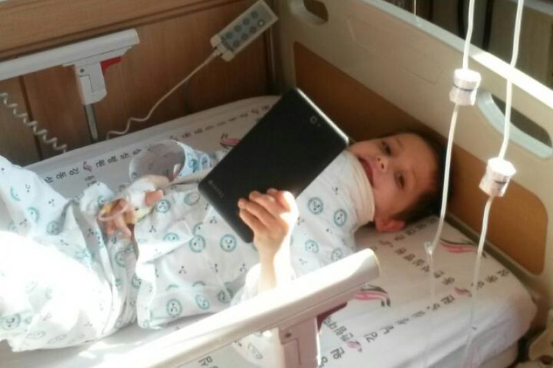 Күйік шалған 7 жастағы Николай Кессенге жасанды тері трансплантацияланды