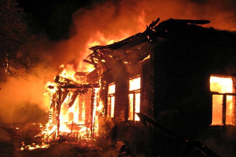В пожаре в пригороде Павлодара погибла женщина