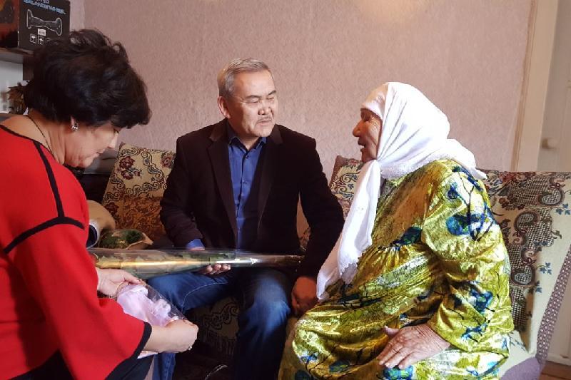Женщин-долгожительниц поздравляют с 8 марта в Павлодарской области
