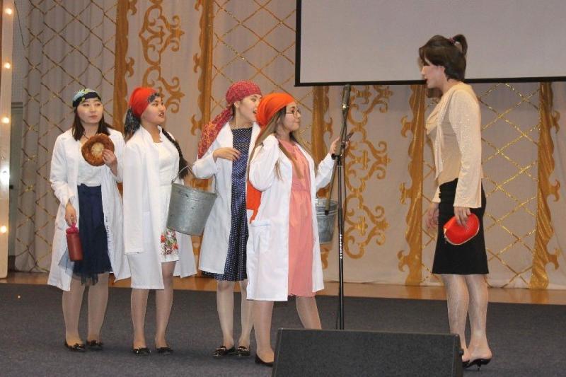 Спектакль-комедию о «сельских амазонках» поставили в Павлодаре