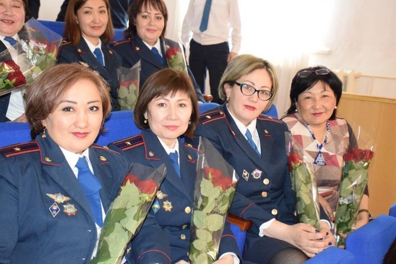 Отличившихся женщин-полицейских наградили в Акмолинской области