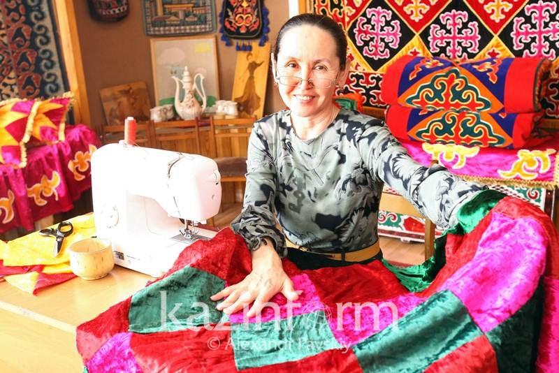 Алматылық келіншектер Гиннес кітабына енетін құрақ көрпені тігуге дайындалуда