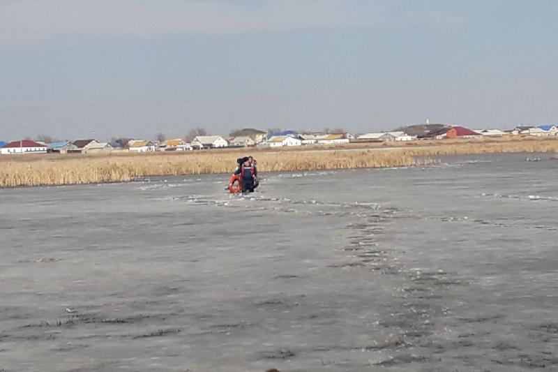 Атырау облысында мұз астына түсіп кеткен 4 бала құтқарылды