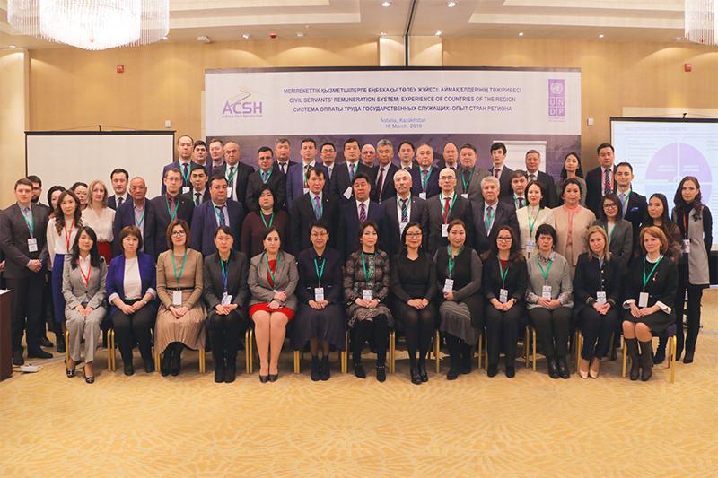 Представители 10 стран обсудили системы оплаты труда госслужащих в регионе