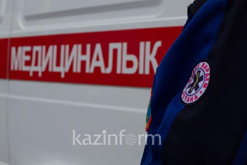 87-летнюю бабушку госпитализировали из горящей многоэтажки в Уральске