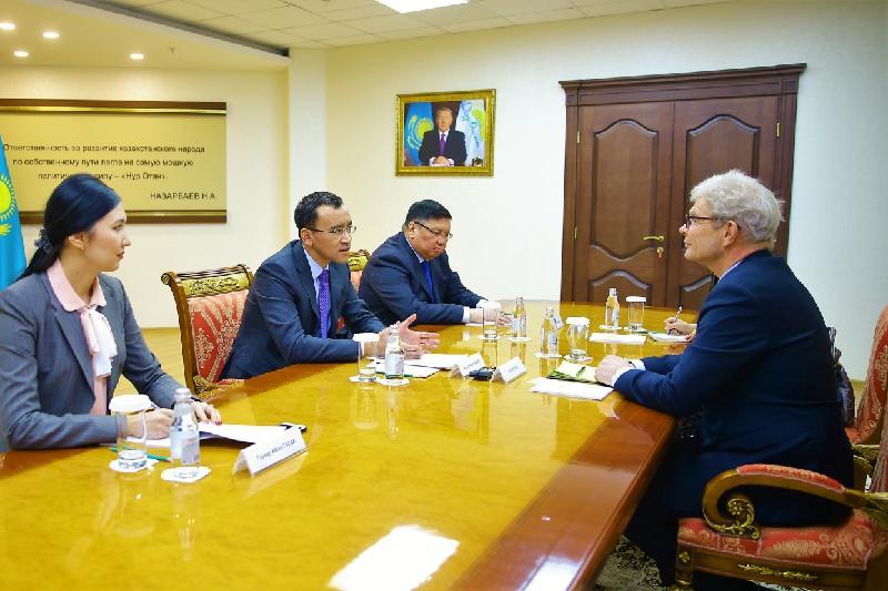 Ashimbayev meets with ambassadors of Japan, Germany